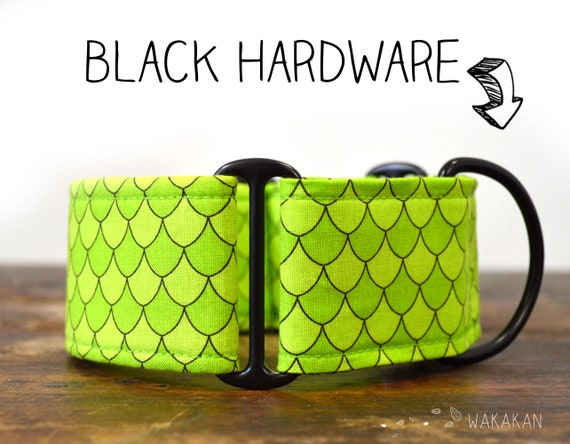 Martingale dog collar Mother of Dragons. Adjustable and handmade with 100% cotton fabric. Green scales, snake. Wakakan