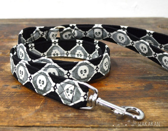 Leash for dog model Diamond Skulls. Handmade with 100% cotton fabric and webbing. Two lengths available. Wakakan
