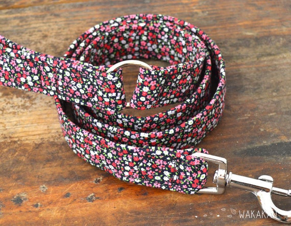 Leash for dog model Tiny Flowers. Handmade with 100% cotton fabric and webbing. Two width available. Wakakan