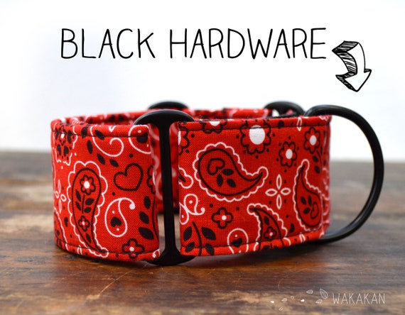 Martingale dog collar Red Bandana. Adjustable and handmade with 100% cotton fabric. Red parsley. Wakakan