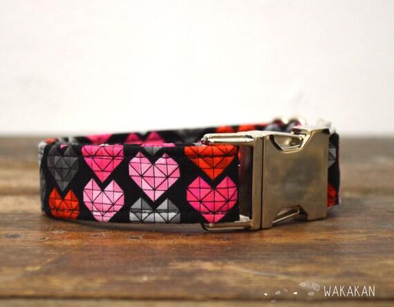 Modern Love dog collar. Adjustable and handmade with 100% cotton fabric. Hearts retro design Wakakan