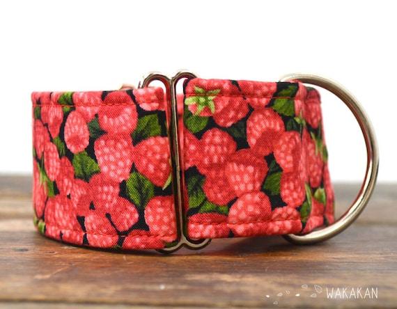 Martingale dog collar model Raspberries. Adjustable and handmade with 100% cotton fabric. Berries Wakakan