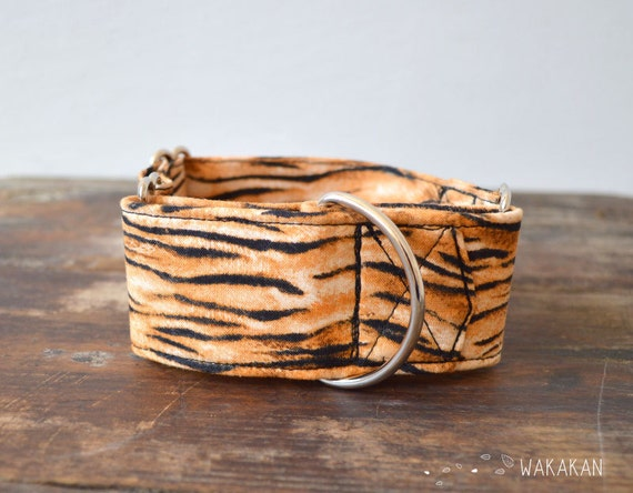 Martingale dog collar model Tiger. Adjustable and handmade with 100% cotton fabric. Animal print tiger pattern Wakakan