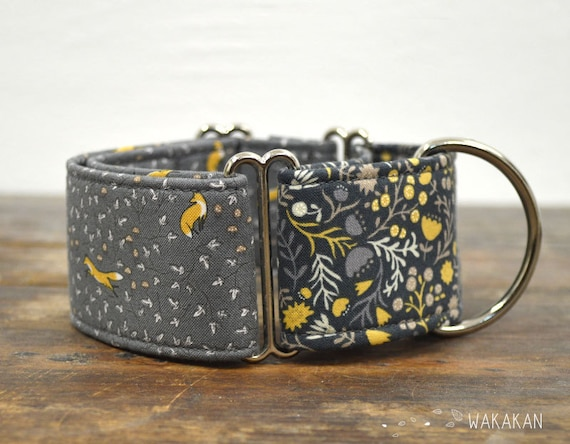 Martingale dog collar model Norwegian . Adjustable and handmade with 100% cotton fabric. Foxes and flowers on grey background. Wakakan
