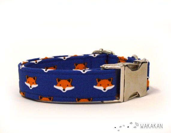Little Foxes dog collar adjustable. Handmade with 100% cotton fabric. Foxes faces in blue background Wakakan