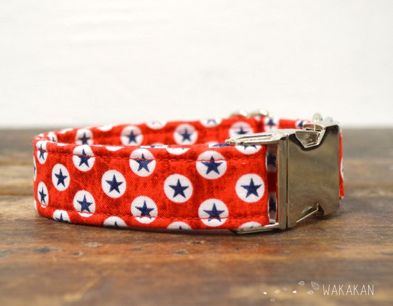 American Dog collar adjustable. Handmade with 100% cotton fabric. Stars in red background. Wakakan