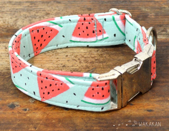 Summer Day dog collar. Adjustable and handmade with 100% cotton fabric. Fruity pattern in two fabrics, summer style Wakakan