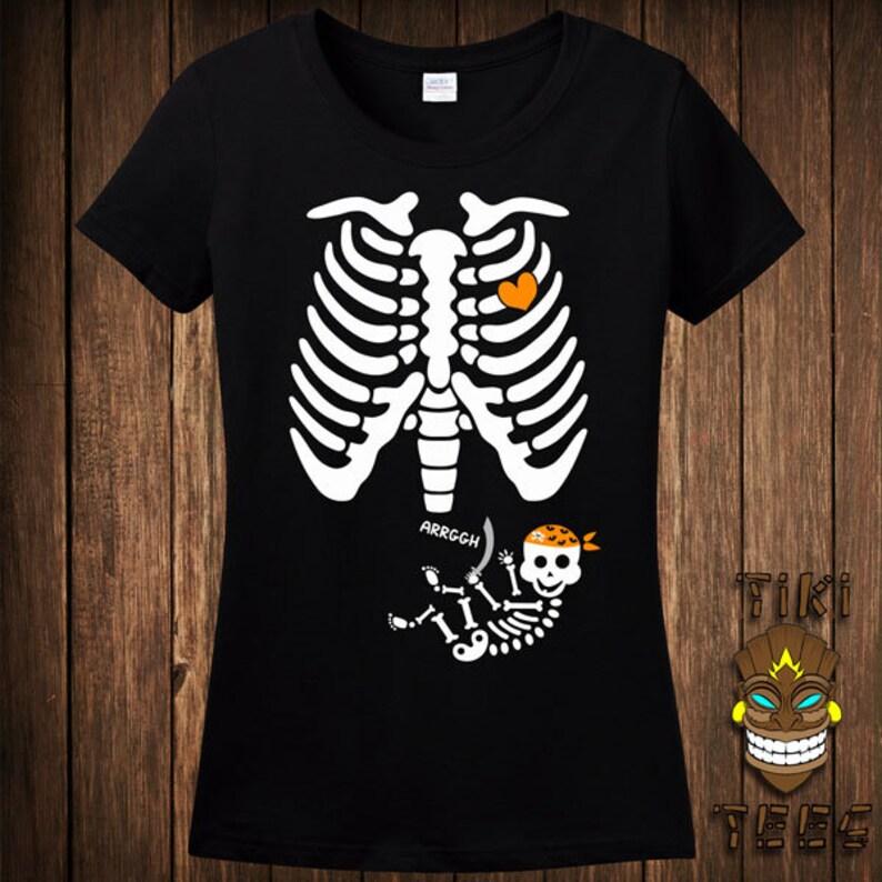 d5984e1965859a Lustige schwanger Pirat Skelett Halloween Kostüm T-shirt