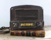 Retro Ward s Airline Bakelite Tube Radio Model A229780
