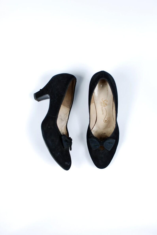 11e5cd1b9d6dc Sz 11 - 1950's Black Velvet Bow Pumps