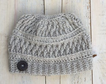 Crochet, Crochet pattern, Crochet messy bun hat pattern, crochet messy bun hat, messy bun hat pattern, crochet bun hat, bun hat crochet