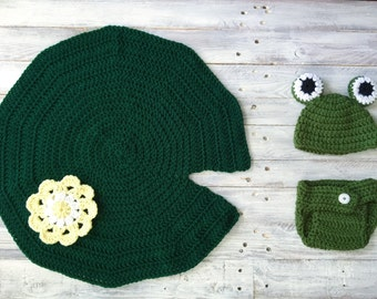 Newborn photo props, frog props, photography props, newborn frog hat, crochet props, crochet photography props, newborn crochet hat,