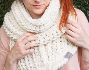 Fern • Open-Ended Scarf • Crochet Chunky Knit • Colour: VANILLA