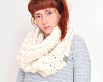 Cloud • Cowl • Crochet Chunky Knit • Colour: VANILLA