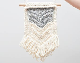 Chevron • Wall Hanging (MEDIUM) • Crochet Chunky Knit • Colour: EARLGREY + VANILLA