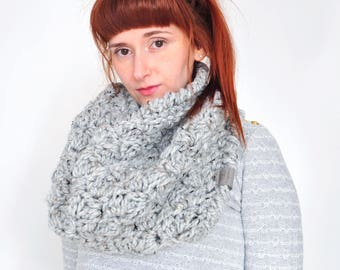 Cloud • Cowl • Crochet Chunky Knit • Colour: EARL GREY