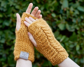 Pine Ridge • Fingerless Mittens • Chunky Knit • Colour: BUTTERSCOTCH