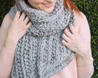 Fern • Open-Ended Scarf • Crochet Chunky Knit • Colour: EARL GREY