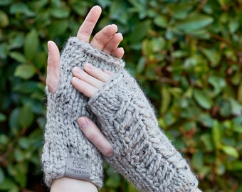 Pine Ridge • Fingerless Mittens • Chunky Knit • Colour: EARL GREY