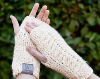 Pine Ridge • Fingerless Mittens • Chunky Knit • Colour: VANILLA