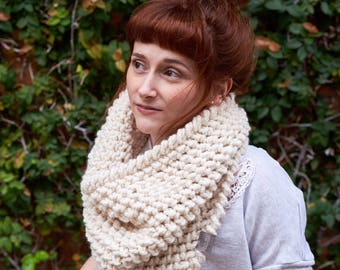 Pebble • Cowl • Crochet Chunky Knit • Colour: VANILLA