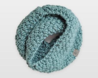 Nested Herringbone • Infinity Scarf • Chunky Knit • Colour: SPEARMINT
