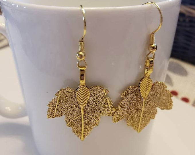 Maple Leaf Detailed Metallic Dangle Earrings