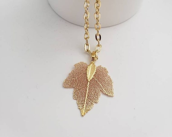Maple Leaf Detailed Metallic Necklace
