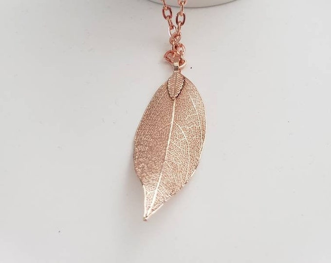 Large Leaf Detailed Metallic Dangle Necklace