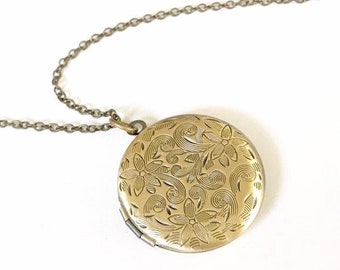 Circle Locket with Flower, Locket Pendant Necklace, Locket Necklace Mom, Memorial Jewelry, Keepsake Jewelry, Loss of Loved One Gift Sympathy