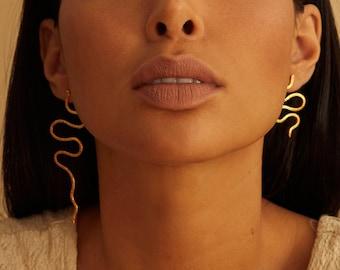 Asymmetrical duo of snake earrings in gold/silver filled for women or men