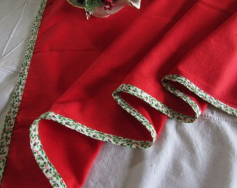 Vintage Christmas Runner  - Red Table Runner - Christmas Center Piece - Red and Green
