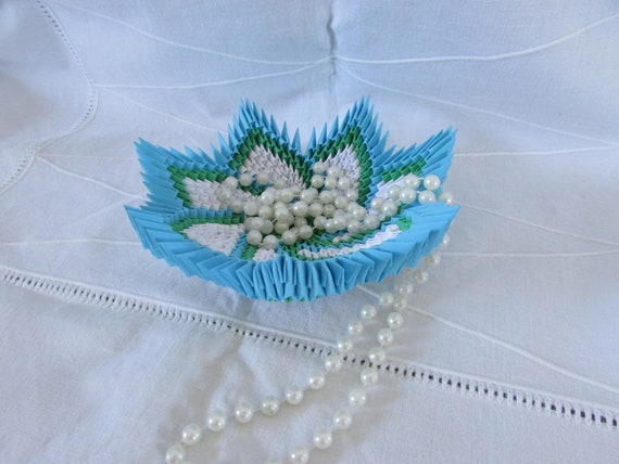 24. 3D Origami Candy Bowl – Tutorial | 427x570