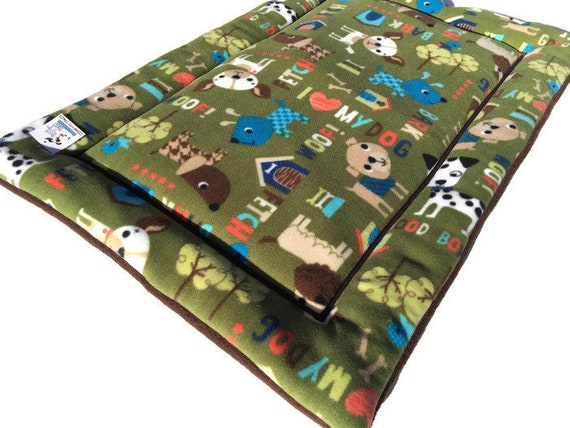 Crate Pad for Dogs, Green Puppy Bed, Medium Pet Bedding, Pet Stroller Pad, Washable, Fits 24x36 Kennel