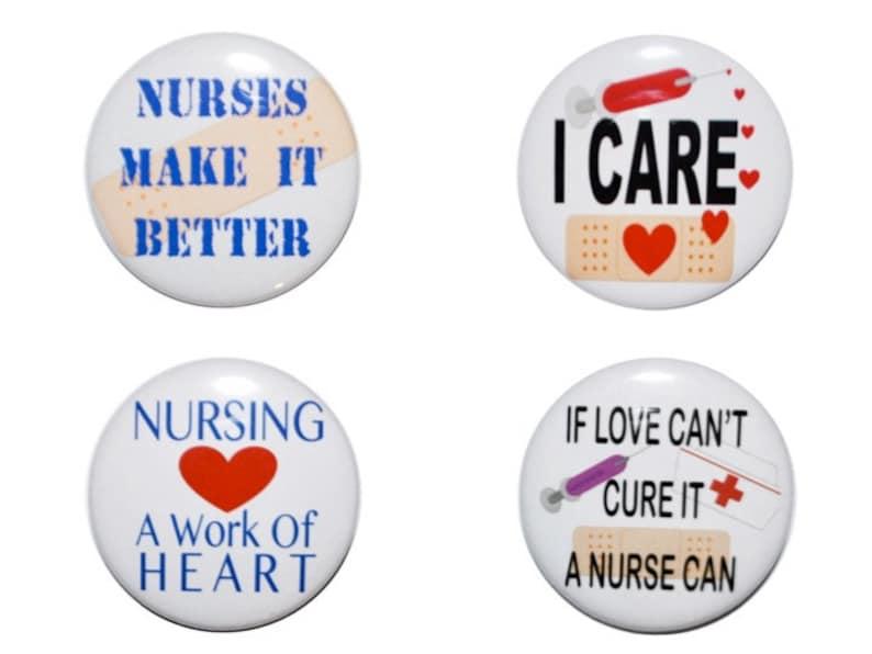 6ca37810208c Botones de enfermera orgullosa de ser un enfermera enfermera