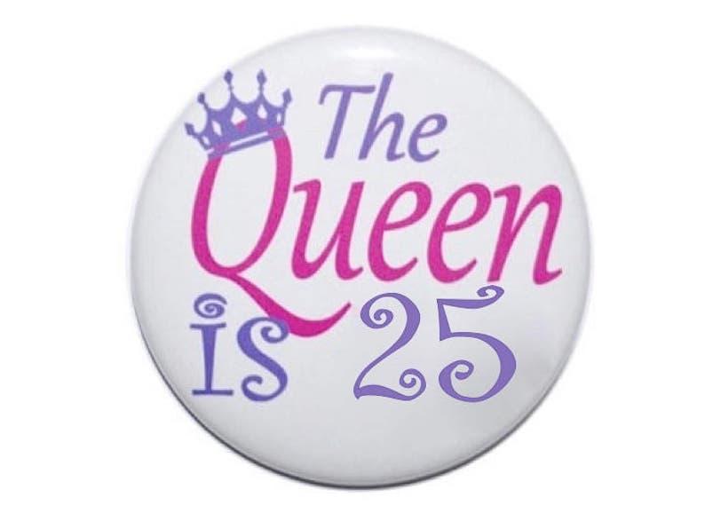 25e verjaardag de koningin is 25 jaar oud verjaardag knop   etsy