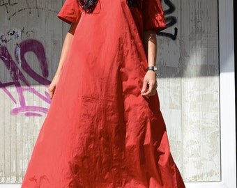 Avant Gard Designer Red Long Gown with Floor Length and Short Sleeves, Loose Cotton Caftan for Fashion Maternity, Red Summer Bohemian Gown