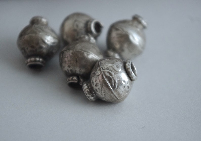 Sri Lanka Boho tribal silver India ethnic silver beads 5 SILVER BEADS old Southern Indian handmade silver beads Asia Kerala floral