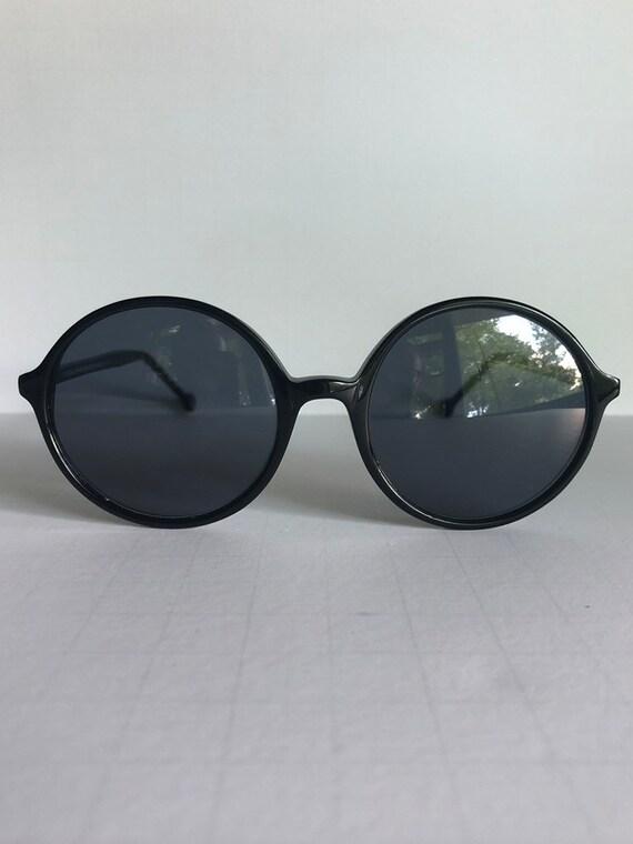Vintage Round Retro Sunglasses - image 2