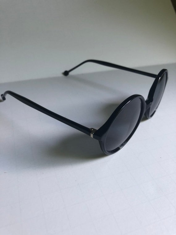 Vintage Round Retro Sunglasses - image 6