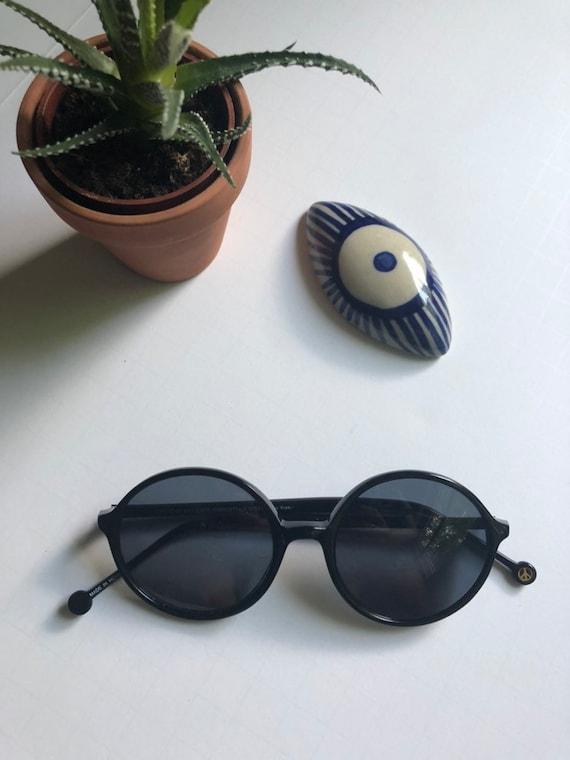 Vintage Round Retro Sunglasses - image 1