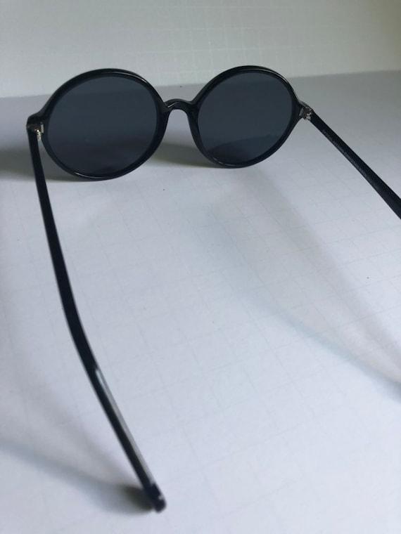 Vintage Round Retro Sunglasses - image 5