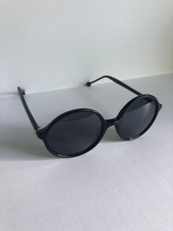 Vintage Round Retro Sunglasses - image 3