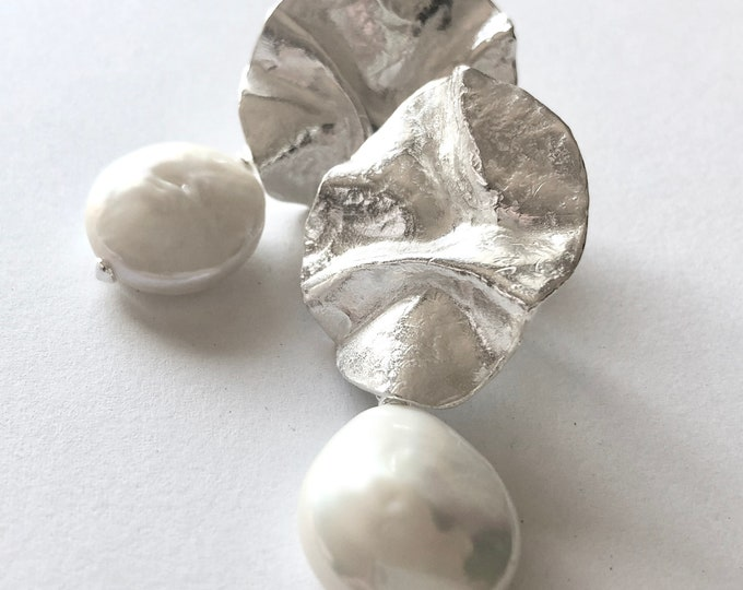 Valentina Earrings with baroque pearl coin