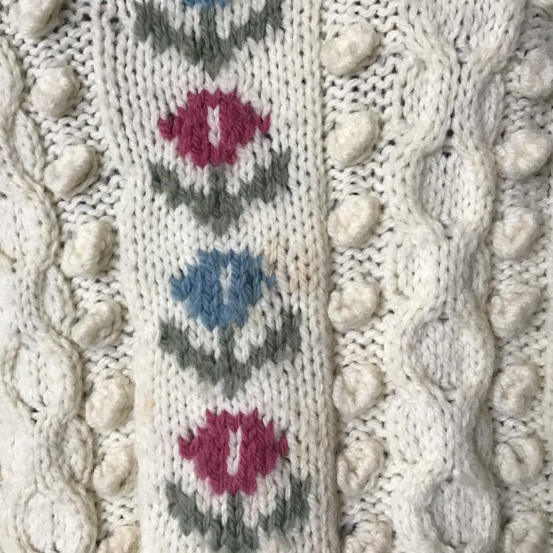 hand knitted 1980s Pure wool Cosy and cute Aran Sweater with floral details