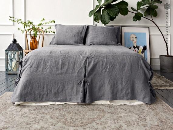 leinen bettrock aufgeweicht leinen tagesdecke stonewashed etsy. Black Bedroom Furniture Sets. Home Design Ideas