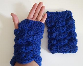 Fingerless Glovers Crocheted Gloves  Wrist warmers Shell Pattern gloves
