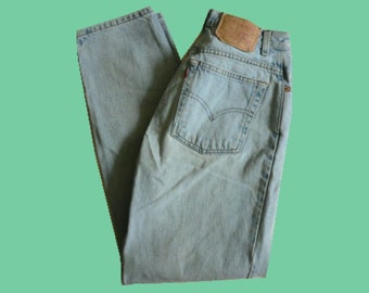 Vintage Authentic 80s Levi 550 High-Waisted Mom Jeans (US Size 8 Regular)