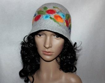 In feltro cappello Cloche lana cappello grigio rosso fiore blu 8aa7c45984c2