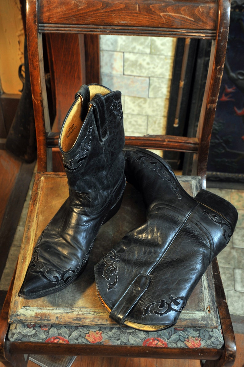 af76b53109a46 Old Gringo Mens 10 1/2 Western Cowboy Boots 2 tones of Black Embossed  Pattern Leather Pointy Toe